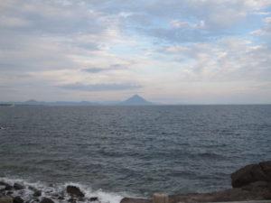 対岸からの開聞岳