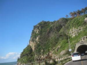 日本海側荒々しい岩