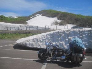 鳥海山雪塊